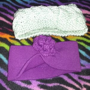 2 women's winter headbands.